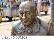 Купить «Памятник Евстигнееву Евгению в Нижнем Новгороде», фото № 5000929, снято 6 августа 2013 г. (c) Гнездилова Кристина / Фотобанк Лори