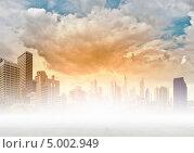 Купить «Красивый городской фон с небоскребами и облаками», фото № 5002949, снято 31 марта 2020 г. (c) Sergey Nivens / Фотобанк Лори