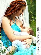 Кормление малыша. Стоковое фото, фотограф Ильина Анна / Фотобанк Лори
