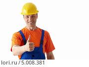 Купить «Рабочий в каске показывает одобрительный жест большой палец вверх», фото № 5008381, снято 2 мая 2013 г. (c) Raev Denis / Фотобанк Лори