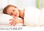 Купить «Красивая девушка спит и улыбается», фото № 5008477, снято 4 февраля 2013 г. (c) Евгений Атаманенко / Фотобанк Лори