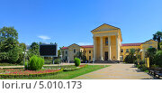 Купить «Сочи, панорамный вид площади Искусств перед Художественным музеем», фото № 5010173, снято 2 сентября 2013 г. (c) Анна Мартынова / Фотобанк Лори