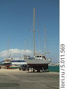 Купить «Яхта в порту Закинтоса. Греция», фото № 5011569, снято 2 июня 2013 г. (c) Хименков Николай / Фотобанк Лори