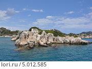 Каменистый островок в Средиземном море. Стоковое фото, фотограф Овчинникова Татьяна / Фотобанк Лори