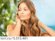 Купить «Красивая женщина с длинными волосами на фоне зелени», фото № 5013481, снято 14 августа 2010 г. (c) Syda Productions / Фотобанк Лори