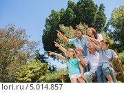 Купить «семья из трех поколений показывает пальцами наверх», фото № 5014857, снято 5 апреля 2013 г. (c) Wavebreak Media / Фотобанк Лори