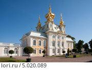 Большой дворец. Церковный корпус . Петергоф (2013 год). Редакционное фото, фотограф Jumbo / Фотобанк Лори