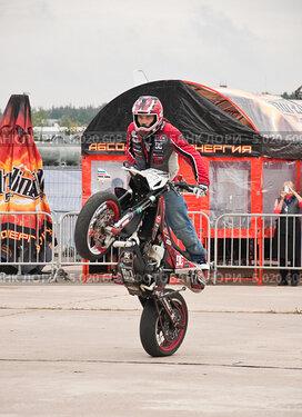 Купить «Мотофристайл шоу Adrenaline FMX RUSH», эксклюзивное фото № 5020609, снято 31 августа 2013 г. (c) Алёшина Оксана / Фотобанк Лори