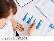 Купить «Деловая женщина работает с документами», фото № 5020961, снято 24 апреля 2013 г. (c) Syda Productions / Фотобанк Лори