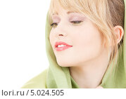 Купить «Красивая девушка с зеленой шалью на волосах», фото № 5024505, снято 7 марта 2009 г. (c) Syda Productions / Фотобанк Лори
