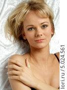 Купить «Портрет красивой блондинки с нежной улыбкой», фото № 5024561, снято 6 марта 2006 г. (c) Syda Productions / Фотобанк Лори