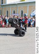 Купить «Трюки на квадроцикле в исполнении Фомы Калинина», фото № 5025549, снято 10 августа 2013 г. (c) Николай Мухорин / Фотобанк Лори