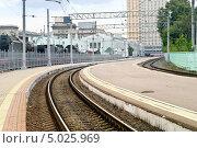Купить «Пустой перрон железнодорожного вокзала в городе Москва», фото № 5025969, снято 10 февраля 2001 г. (c) Parmenov Pavel / Фотобанк Лори