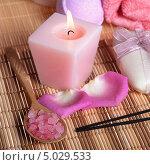 SPA натюрморт: морская соль, лепестки роз, мыло и свеча. Стоковое фото, фотограф Наталья Алексахина / Фотобанк Лори
