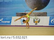 Гимнастка с обручем (2013 год). Редакционное фото, фотограф Анатолий Дьяков / Фотобанк Лори