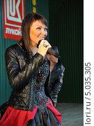 Купить «Певица Света», эксклюзивное фото № 5035305, снято 7 сентября 2013 г. (c) Вероника / Фотобанк Лори