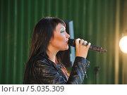Купить «Певица Света», эксклюзивное фото № 5035309, снято 7 сентября 2013 г. (c) Вероника / Фотобанк Лори