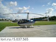 Купить «Вертолет Robinson R44 Raven II», фото № 5037565, снято 24 августа 2013 г. (c) Евгений Клеменков / Фотобанк Лори