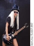 Купить «Курящая девушка играет на бас гитаре», фото № 5037997, снято 29 декабря 2008 г. (c) Syda Productions / Фотобанк Лори