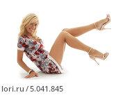 Купить «Кокетливая блондинка в коротком платье», фото № 5041845, снято 15 августа 2006 г. (c) Syda Productions / Фотобанк Лори