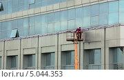 Купить «Мойщики окон за работой», видеоролик № 5044353, снято 10 сентября 2013 г. (c) Кекяляйнен Андрей / Фотобанк Лори