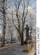 Купить «Сквер у Кафедрального собора на острове. Калининград», эксклюзивное фото № 5044597, снято 22 декабря 2011 г. (c) Svet / Фотобанк Лори