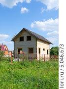 Купить «Строящийся деревянный дом из бруса», эксклюзивное фото № 5046673, снято 20 августа 2013 г. (c) Елена Коромыслова / Фотобанк Лори