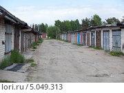 Купить «Кирпичные гаражи в провинциальном городе», фото № 5049313, снято 16 июня 2013 г. (c) Кекяляйнен Андрей / Фотобанк Лори
