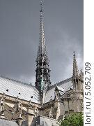 Купить «Центральный шпиль собора Нотр-Дамм-де-Пари, Париж, Франция», фото № 5052709, снято 19 августа 2013 г. (c) Дарья Кравченко / Фотобанк Лори