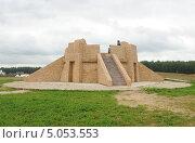 Пирамида в Этномире (2013 год). Редакционное фото, фотограф Иванова Анастасия / Фотобанк Лори