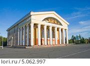 Купить «Музыкальный театр Республики Карелии. Петрозаводск», эксклюзивное фото № 5062997, снято 20 августа 2013 г. (c) Александр Щепин / Фотобанк Лори