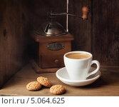 Купить «Чашка кофе с бисквитным печеньем», фото № 5064625, снято 19 сентября 2013 г. (c) Лисовская Наталья / Фотобанк Лори