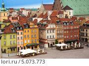 Купить «Цветные дома на Замковой площади в Варшаве», фото № 5073773, снято 22 мая 2013 г. (c) Сергей Новиков / Фотобанк Лори