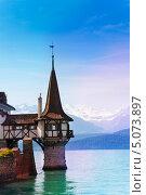 Купить «Башня замка Оберхофен на озере, Швейцария», фото № 5073897, снято 8 июня 2013 г. (c) Сергей Новиков / Фотобанк Лори