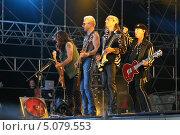 """Купить «Рок-группа """"Скорпионс"""" на сцене», эксклюзивное фото № 5079553, снято 13 июня 2006 г. (c) Сергей Тюленев / Фотобанк Лори"""