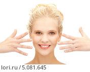 Купить «Красивая юная блондинка на белом фоне», фото № 5081645, снято 2 октября 2011 г. (c) Syda Productions / Фотобанк Лори