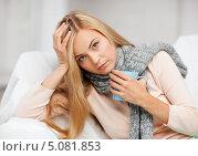 Купить «Девушка с гриппом пьет горячий чай», фото № 5081853, снято 30 марта 2013 г. (c) Syda Productions / Фотобанк Лори