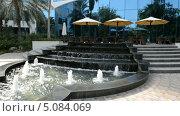 Купить «Фонтан у отеля, Дубай, ОАЭ», видеоролик № 5084069, снято 24 сентября 2013 г. (c) Хмельницкий Вячеслав / Фотобанк Лори