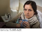 Купить «Простуженная девушка с кружкой в кровати», фото № 5085629, снято 11 мая 2013 г. (c) CandyBox Images / Фотобанк Лори
