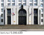 Купить «Москва. Вход в здание МО», фото № 5090649, снято 9 сентября 2013 г. (c) Зобков Георгий / Фотобанк Лори