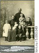Дореволюционный кабинетный семейный портрет. Стоковое фото, фотограф Михаил Ворожцов / Фотобанк Лори