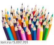 Купить «Куча цветных карандашей с нарисованными улыбками», фото № 5097701, снято 2 ноября 2011 г. (c) Андрей Кузьмин / Фотобанк Лори