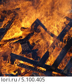 Купить «Огонь - горящие древесные жерди», фото № 5100405, снято 29 сентября 2013 г. (c) SevenOne / Фотобанк Лори