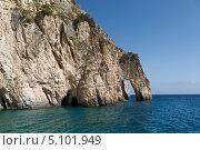 Голубые пещеры на острове Закинф в солнечный день (2013 год). Стоковое фото, фотограф Okssi / Фотобанк Лори
