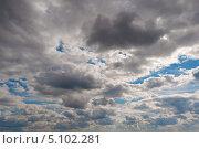 Темные облака с просветами синего неба. Стоковое фото, фотограф Фесенко Сергей / Фотобанк Лори
