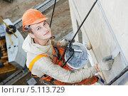 Купить «Фасадные работы на панельном здании», фото № 5113729, снято 22 мая 2012 г. (c) Дмитрий Калиновский / Фотобанк Лори