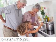 Купить «Маленькие дети готовят еду с бабушкой и дедушкой», фото № 5115293, снято 14 октября 2012 г. (c) Wavebreak Media / Фотобанк Лори