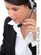 Купить «Сотрудница колл-центра говорит в микрофон», фото № 5116289, снято 12 мая 2010 г. (c) Phovoir Images / Фотобанк Лори