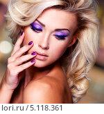 Купить «Портрет молодой блондинки с ярким макияжем», фото № 5118361, снято 7 ноября 2012 г. (c) Валуа Виталий / Фотобанк Лори