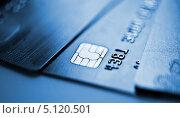 Купить «Пластиковые банковские карты крупным планом», фото № 5120501, снято 11 июля 2012 г. (c) Валерия Потапова / Фотобанк Лори